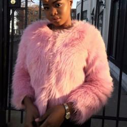 Chaqueta pelo rosa o blanca