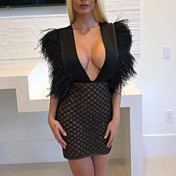 Vestido pluma Kardashian...